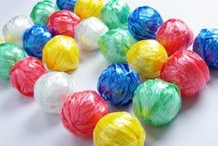 球五颜六色的创造性的塑料回收绳索 库存图片
