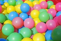 球五颜六色的塑料 免版税库存照片
