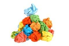 球五颜六色的被弄皱的纸张 免版税库存图片