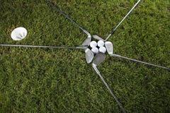 球俱乐部推进高尔夫球 免版税库存照片
