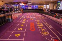 球员一张无所事事的胡扯桌的` s视图在Harrah ` s赌博娱乐场的 库存图片