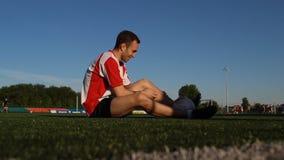 球员坐草和微笑 影视素材