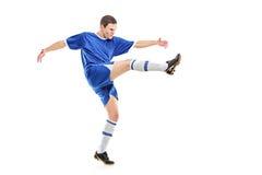 球员射击足球 免版税库存照片
