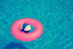 球和圆的管 免版税库存图片