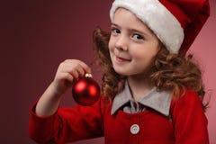 球圣诞节女孩红色的一点 免版税库存照片