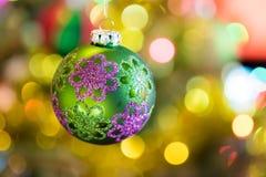 球圣诞节查出的心情三白色 库存图片