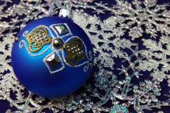 球圣诞节毛皮结构树 免版税库存图片