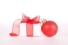 球圣诞节礼品丝带 免版税图库摄影