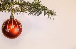 球圣诞节表面无光泽的红色 库存图片