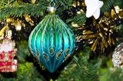 球圣诞节装饰dof浅结构树 免版税图库摄影