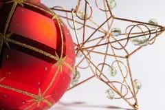 球圣诞节mit星形船尾weinachtskugel 免版税库存图片