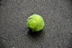 球坏的网球 免版税图库摄影
