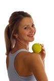 球女孩微笑炫耀网球 免版税图库摄影