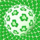 球形用在生动的背景的三叶草 免版税库存照片
