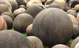 球形的石头 免版税库存图片