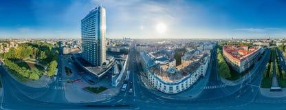 球形行星市中心房子在里加市,旅馆,拉脱维亚360 VR虚拟现实的,全景寄生虫图片 免版税库存照片