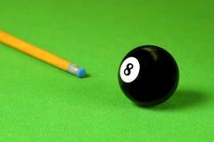 球提示落袋撞球棍子 免版税图库摄影