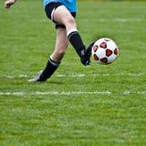 球插入的足球 免版税图库摄影