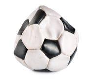 球放气的足球 库存照片