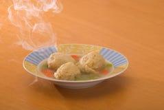 球未发酵的面包汤蒸 免版税库存照片