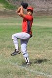球棒球对风的投手投掷 免版税库存图片