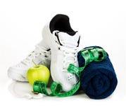 球概念健身pilates放松 减重在白色背景的概念特写镜头 图库摄影