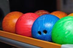球滚保龄球五颜六色 库存图片