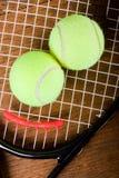 球特写镜头球拍网球 免版税图库摄影