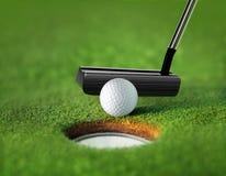 球特写镜头高尔夫球发球区域 库存图片