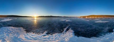 球状全景在Olkhon海岛上的360度日出, s 库存照片