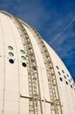 球状蓝色大厦的天空 库存照片