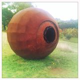 球状雕塑 免版税库存照片