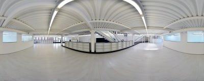 球状360程度全景投射,全景在淡色的内部空的走廊室与台阶和金属structur 免版税图库摄影