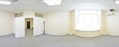 球状360程度全景投射,全景在现代平的公寓的内部空的室 免版税库存照片