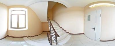 球状360程度全景投射,内部空的走廊的全景有阶梯步级的 免版税图库摄影