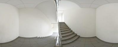 球状360程度全景投射,内部空的走廊的全景有阶梯步级的 免版税库存图片