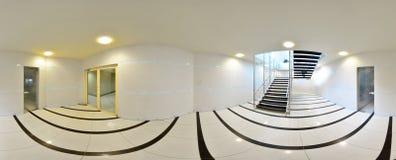 球状360程度全景投射,在有门和入口的内部空的长的走廊对另外房间和推力 免版税库存照片