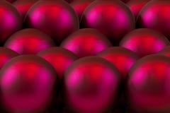 球玻璃装饰红色结构树 图库摄影