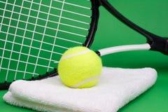 球球拍网球毛巾 库存照片