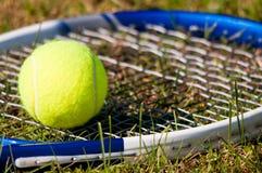 球球拍网球 免版税库存图片