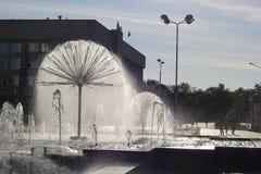 以球的形式美丽的喷泉 库存图片