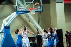 球篮球飞行比赛箍 免版税图库摄影