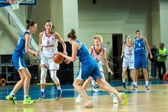球篮球飞行比赛箍 免版税库存照片