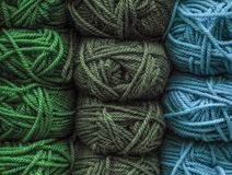 球色的纱线 毛线丝球的背景颜色  库存照片