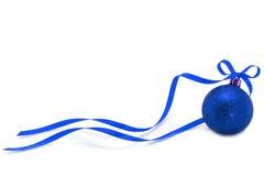 球蓝色圣诞节丝带 库存图片