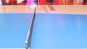 球蓝色桨乒乓切换技术天空乒乓球 影视素材
