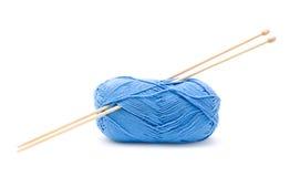 球蓝色棉花编织的纱线 库存照片