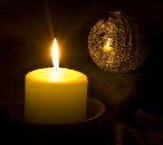 球蜡烛圣诞节反射 免版税库存图片