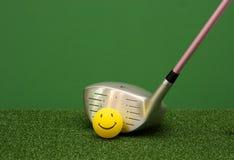 球驱动器愉快表面的高尔夫球 免版税库存图片