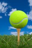 球高尔夫球发球区域网球 库存图片